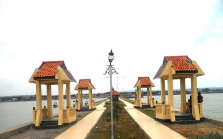 wisata pantai boom tuban